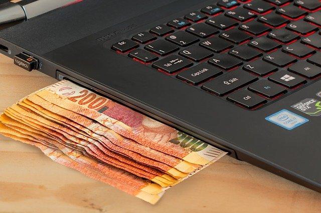peníze z notebooku