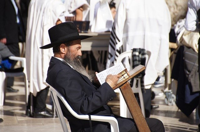 žid při čtení