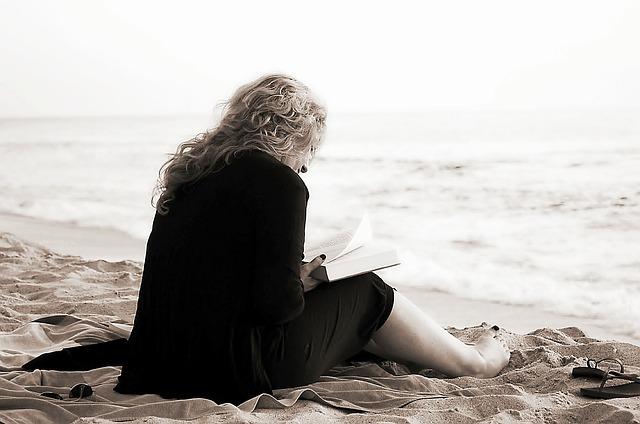 četba na pláži