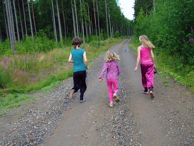 běžící holky