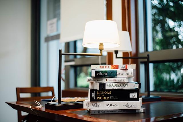 lampičky a knihy.jpg