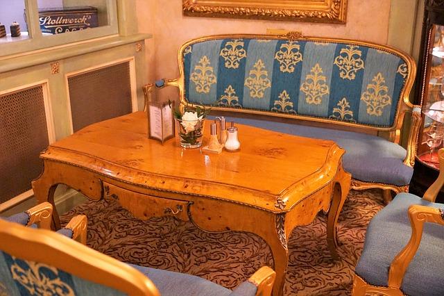 dřevěný nábytek.jpg
