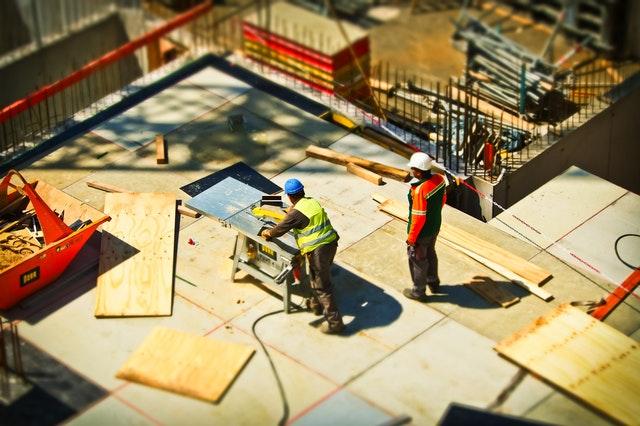 stavba domu, dělníci
